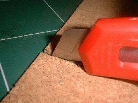 couper un morceau de liège de 6 cm sur 18 cm