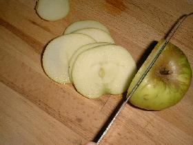 couper la pomme en rondelles de 0,5 cm d'épaisseur