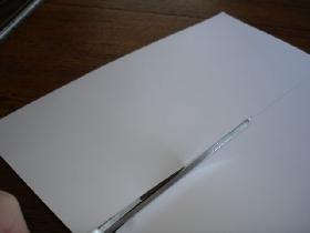 découper un rectangle de 29,7 cm x 13,5 cm ( qui correspond au diamètre du napperon papier + 1/2 cm )
