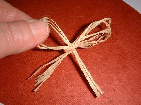 faire un noeud en raphia