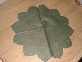 déplier la serviette en forme de fleur