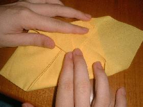 pliage de serviette range couverts dresser la table diy. Black Bedroom Furniture Sets. Home Design Ideas