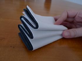 pliage de serviette en étoile bicolore - étape 5