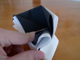 pliage de serviette en étoile bicolore - étape 6