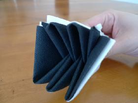 pliage de serviette en étoile bicolore - étape 7