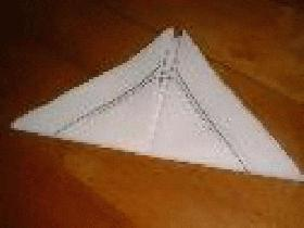 plier en deux le long de la diagonale pour obtenir un triangle