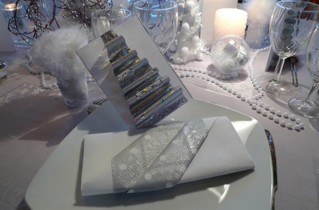 Table de Noël – blanc et argent