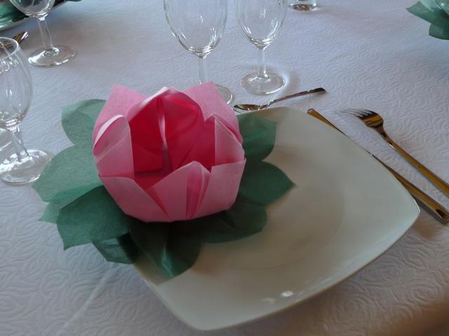 Pliage de serviette nénuphar / fleur de lotus